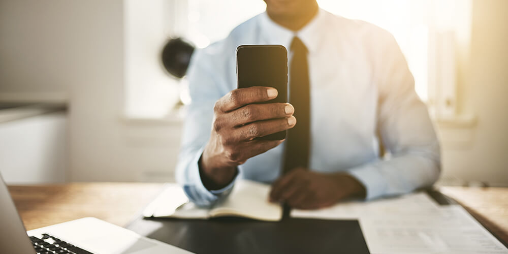Should You Text Candidates During The Hiring Process?